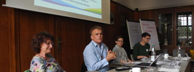 Teilnehmer des Fachtages im Sitzungssaal; Quelle: ekiba-Inklusion/André Stöbener