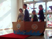 """Kinder spielen die Geschichte """"Arche Noah""""; Quelle: Annette Wohlfeil"""