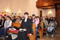 Blick in die vollbesetzte Kirche in Renchen; Quelle: Annette Wohlfeil